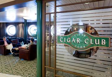 tallink_silja_baltic_princess_cigar_club